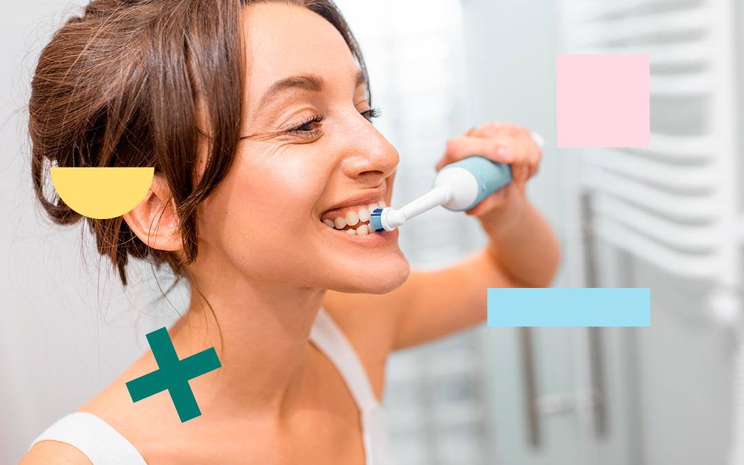 como cepillarse los dientes con cepillo electrico